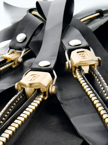 Dry zipper, metal