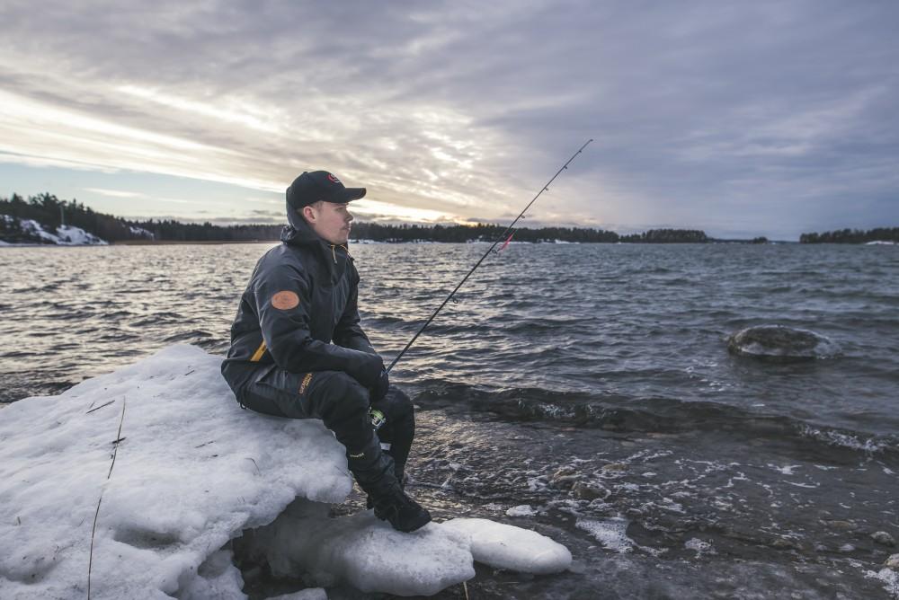 Fiskare patraffad avliden i drivande bat